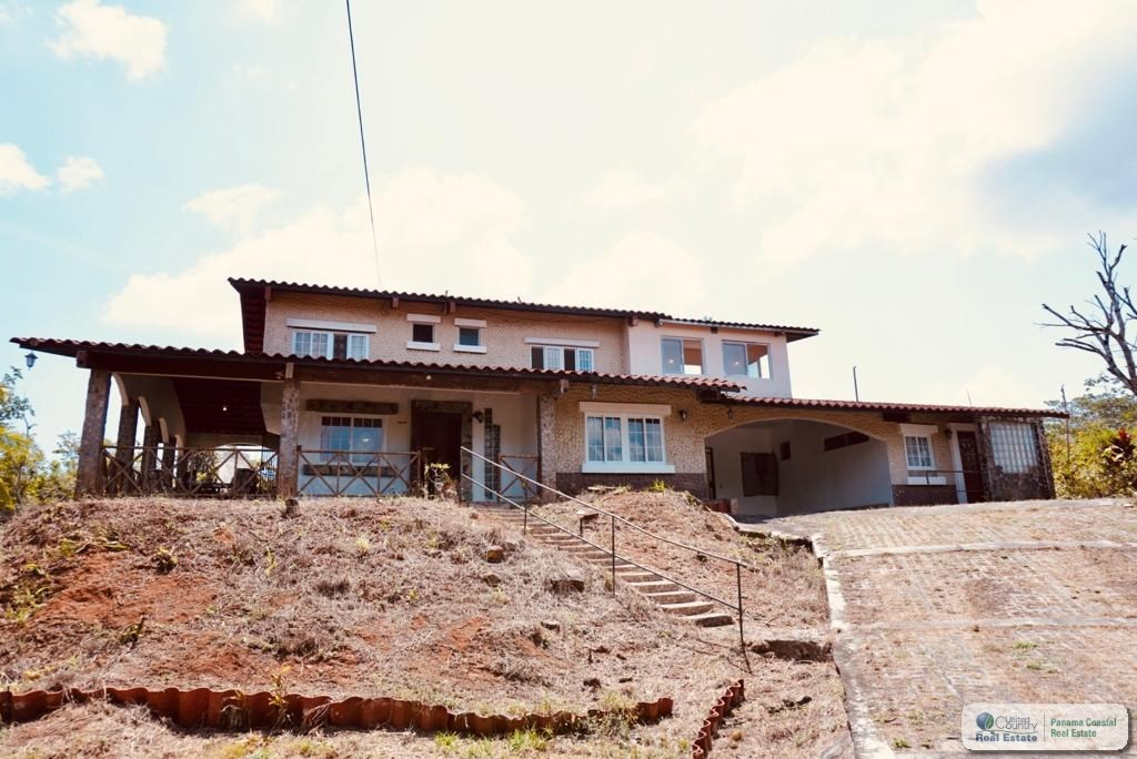 HOUSE FOR SALE IN BRISAS DE LOS LAGOS CHORRERA PANAMA