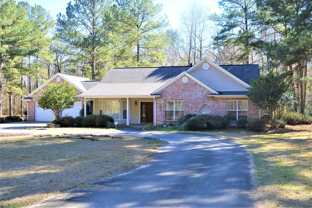4 Bed/2.5 Bath Home with Acreage for Sale in SW MS