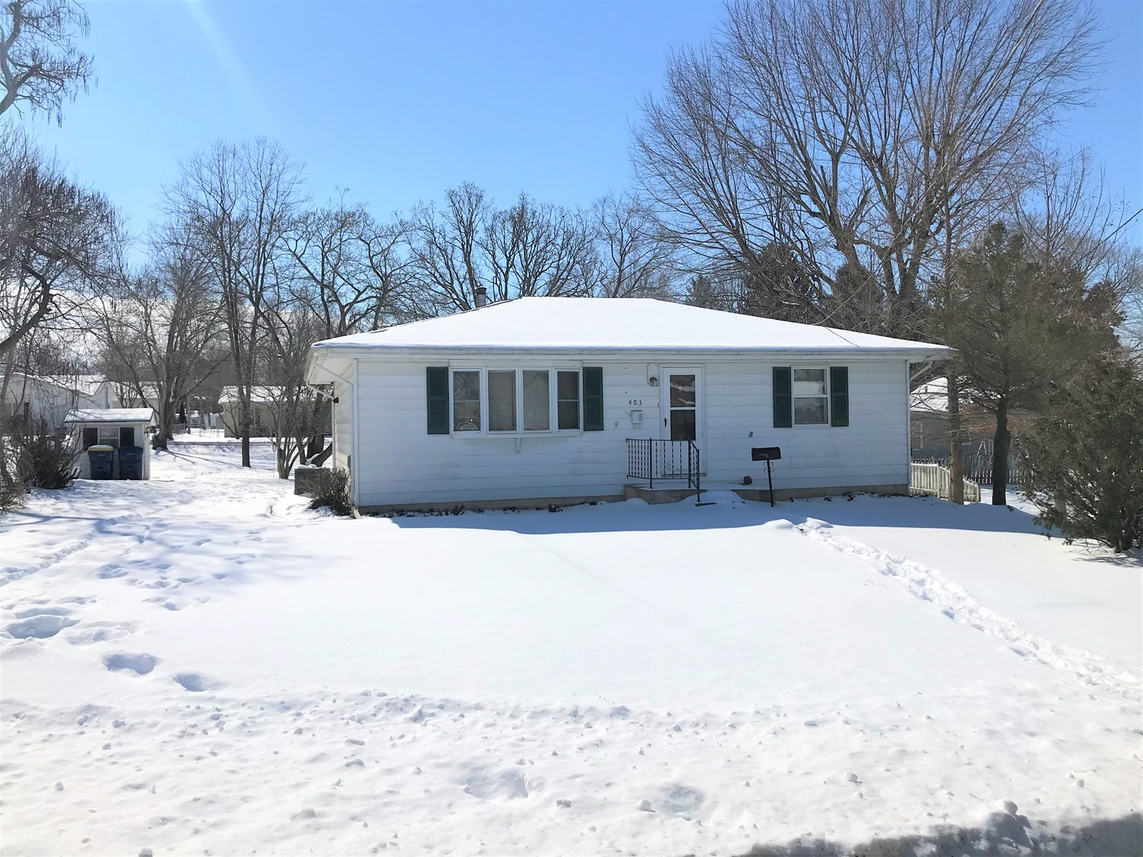 2 Bedroom home in town w/walkout basement and detached shop