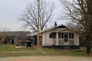 Country Home on 40 Acres in Alton, MO