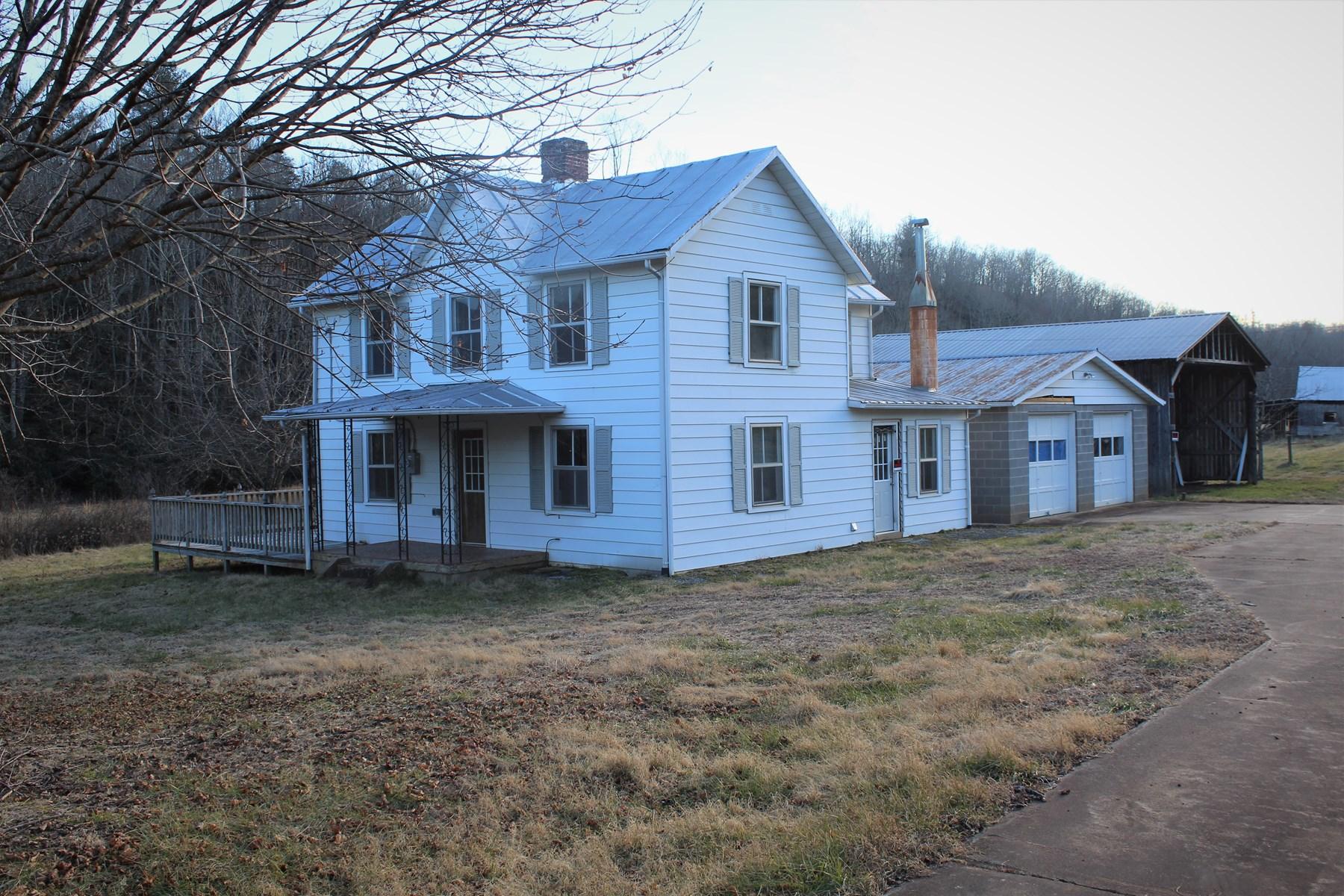 2 STORY FARM HOUSE (FIXER UPPER) PATRICK COUNTY, VA