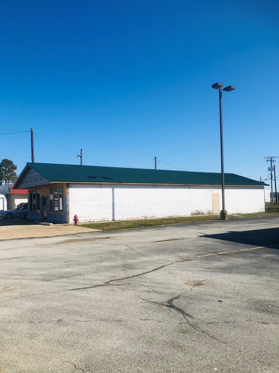 Arkansas Commercial real estate for sale 3 buildings in town