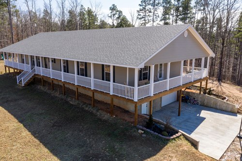 Home with Recreational Acreage for Sale in Hohenwald, TN