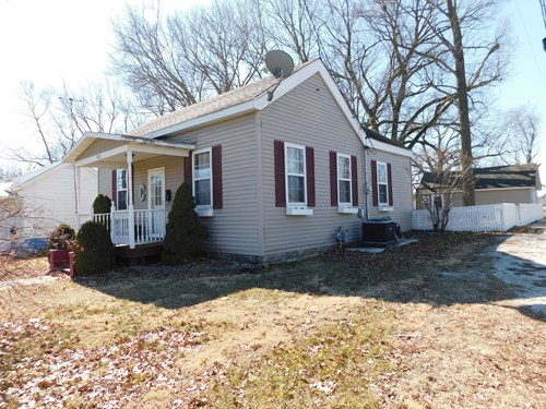 Great little 3 BR, 1 Bth home on LARGE corner lot.
