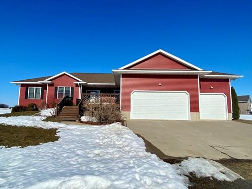 Country Home for Sale Jones County Iowa