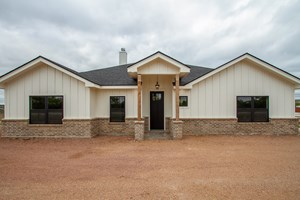 NEW BEAUTIFUL HOME OUTSIDE CITY LIMITS IN SAN ANGELO, TX