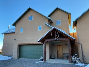 LAKE PROPERTY - VIEWS - GATED COMMUNITY - FAMILY COMPOUND -