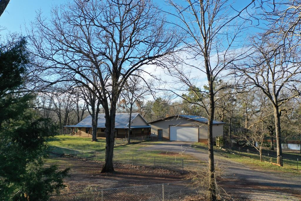 COUNTRY HOME ON 25+ ACRES IN ANDERSON COUNTY FOR SALE
