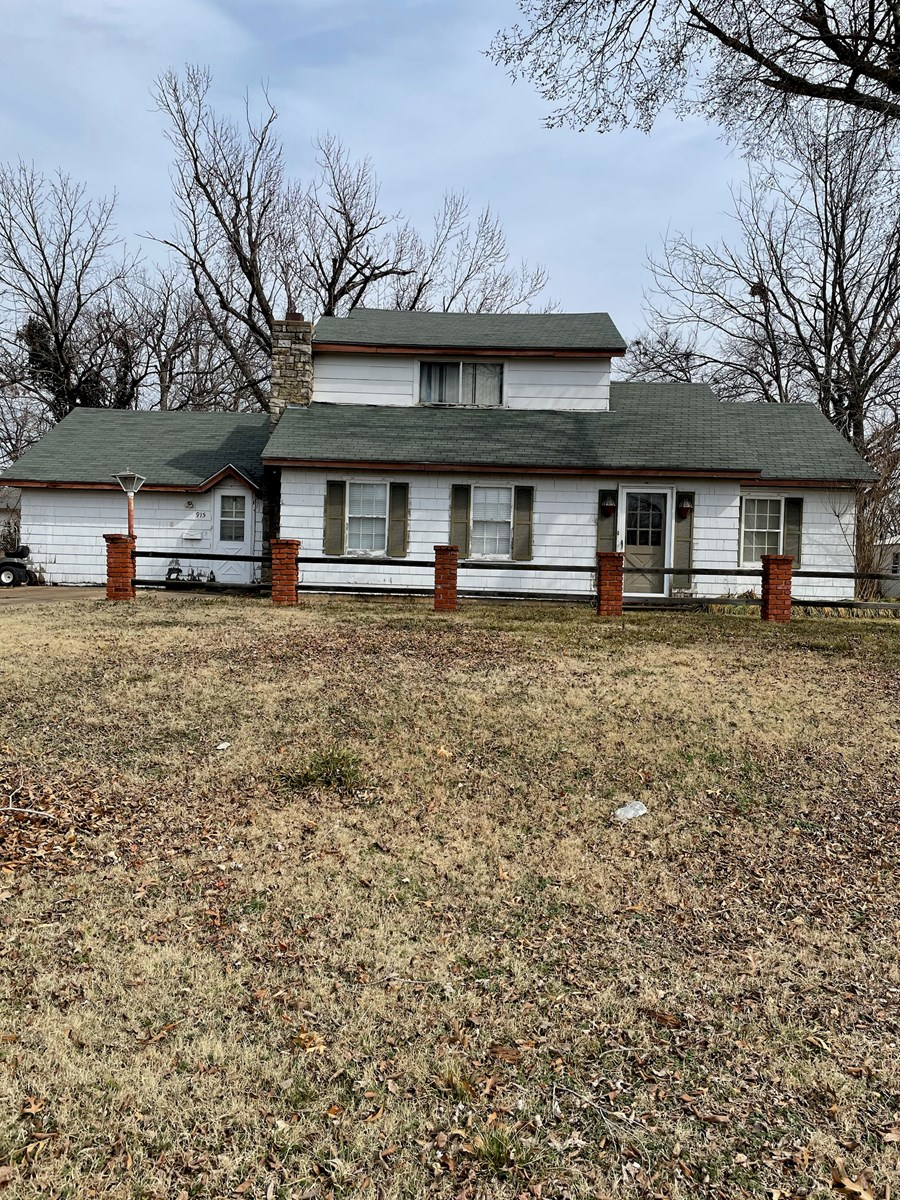 Ponca City 3 Bedroom, In Ground Pool Home for Sale