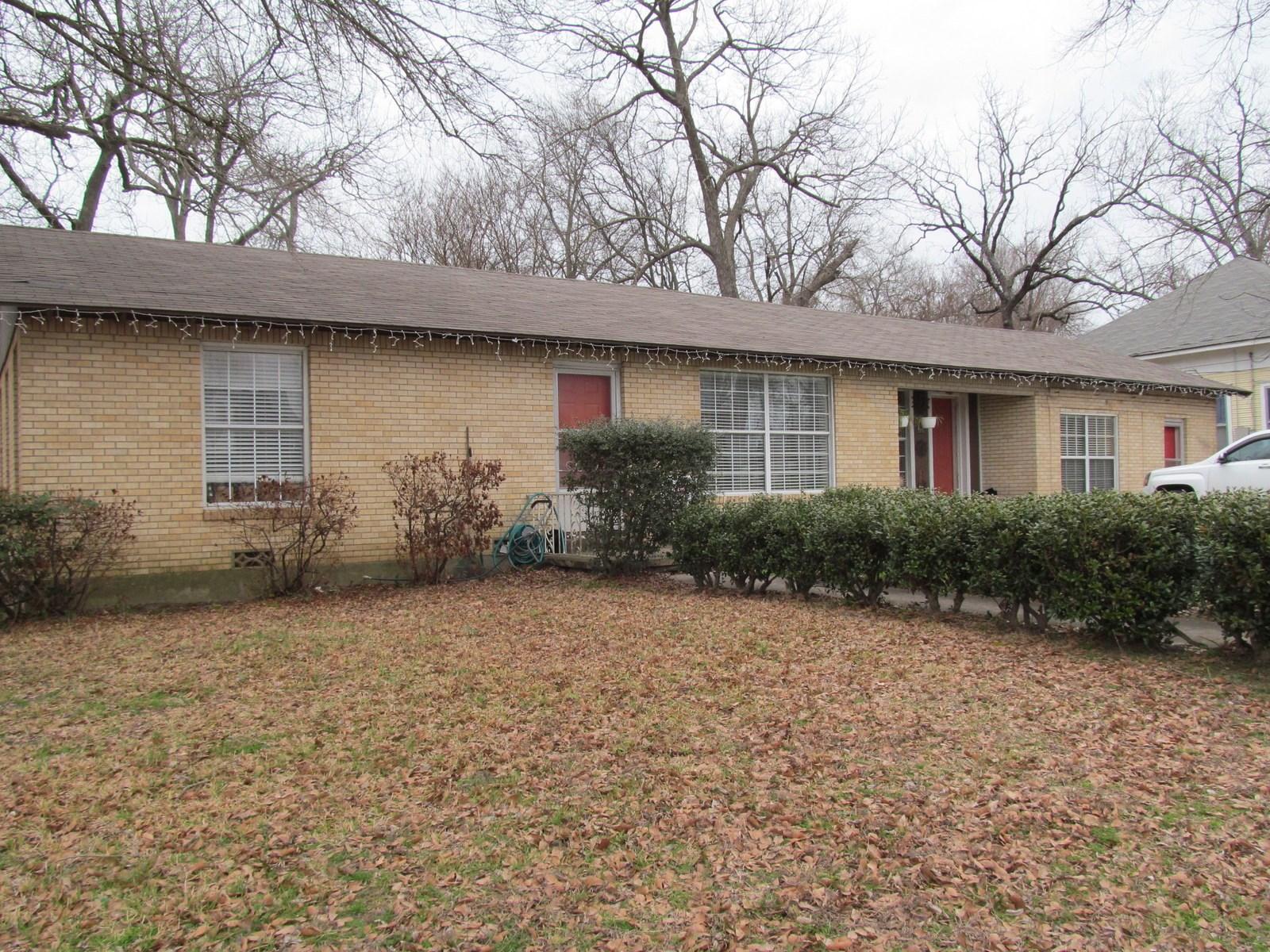 LARGE BRICK HOME IN WINNSBORO, TEXAS - WOOD COUNTY, TX