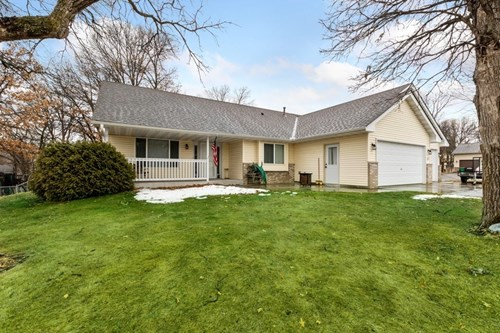 One Level 3BR,2BA Home in Zimmerman on Large Corner Lot