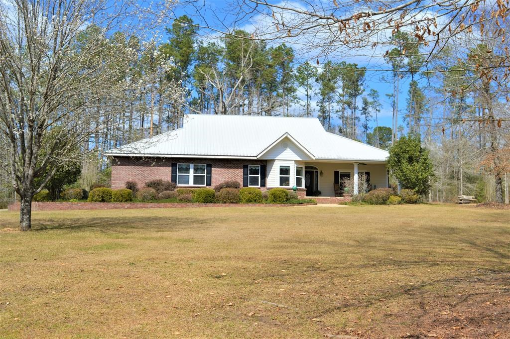 4 Bed/2 Bath Country Home, Shop, Guest House for Sale SW MS