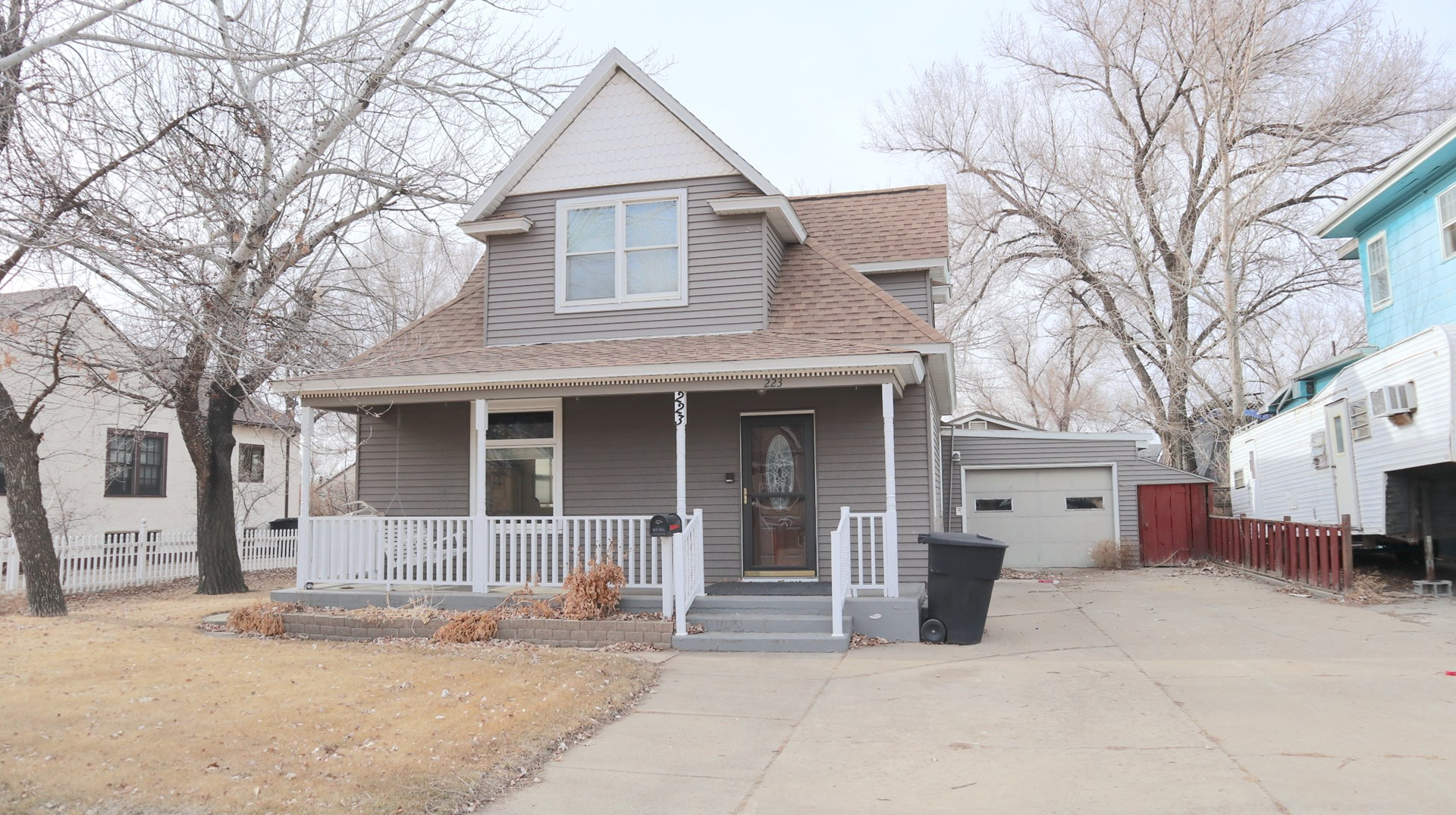 Charming Home for Sale with River Frontage, Glendive MT