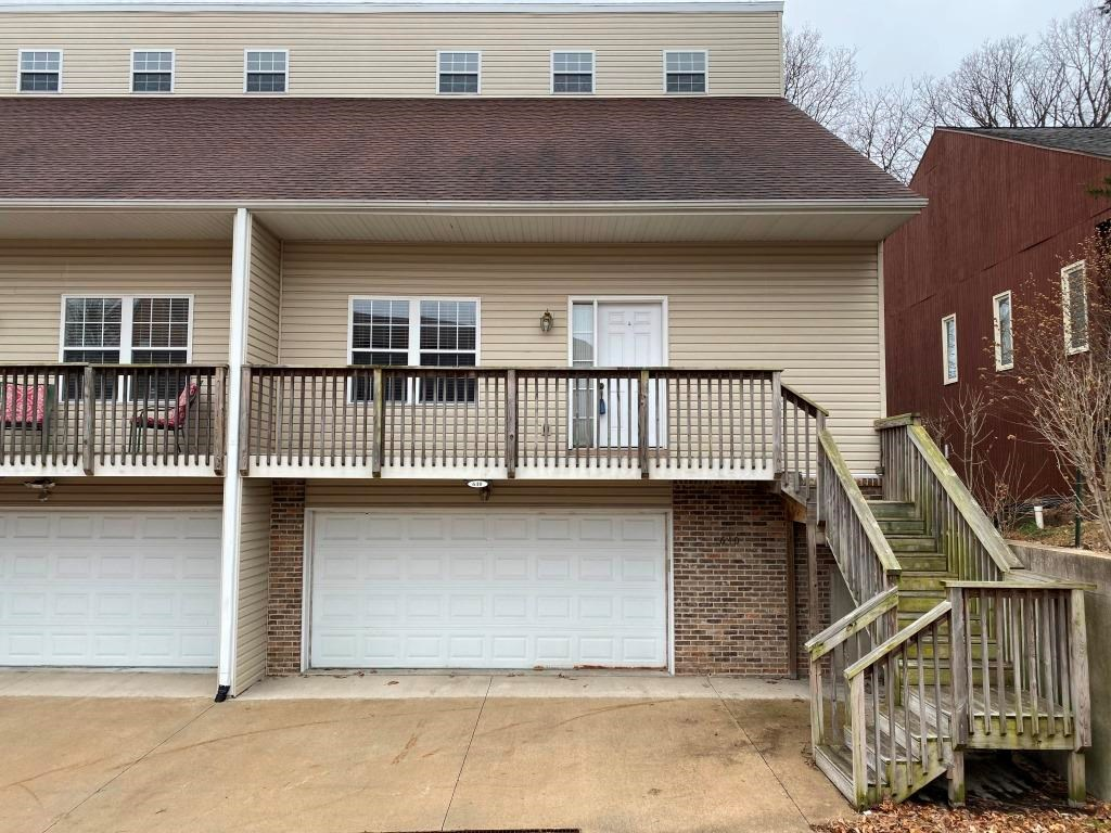 4 Bedroom, 3.5 Bath Townhouse For Sale