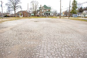 COMMERCIAL BUILDING LOT FOR SALE IN CARLINVILLE