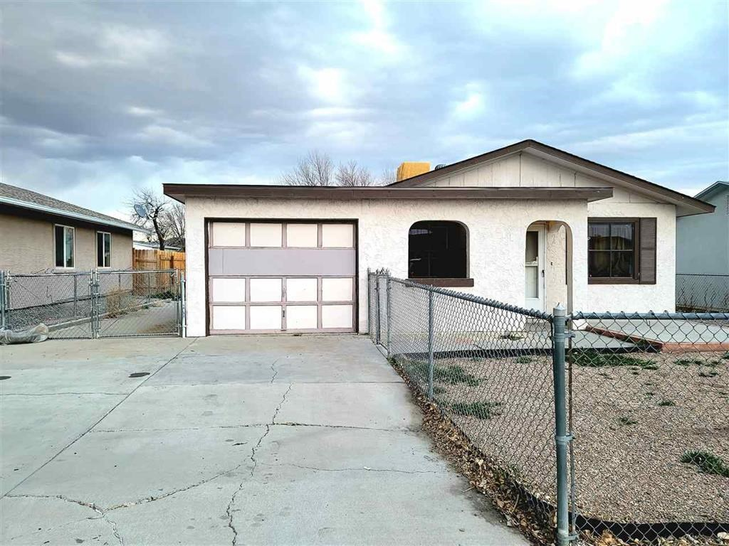 2 Bed, 1 Bath Move In Ready Home!