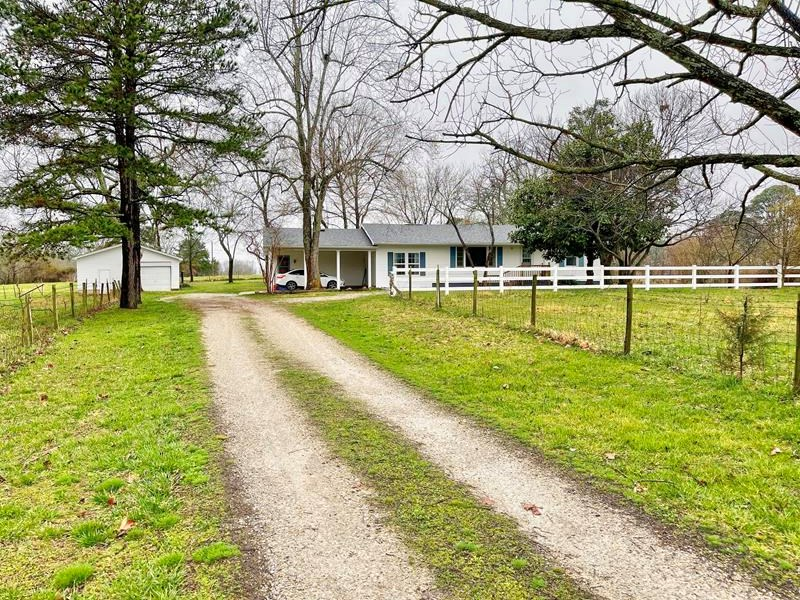Hobby Farm Close to West Plains on Paved Road