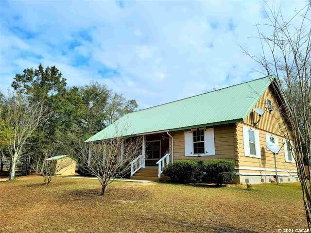 BEAUTIFUL COUNTRY HOME IN BRONSON FLORIDA!