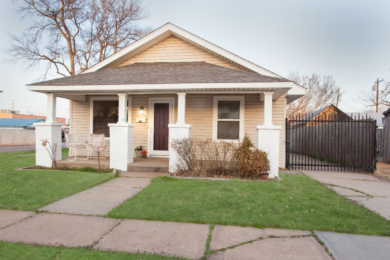 Oklahoma Route 66 Home for sale, Clinton, OK, Custer County