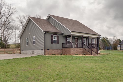 Single Family Country Home for Sale in Culleoka, Tennessee
