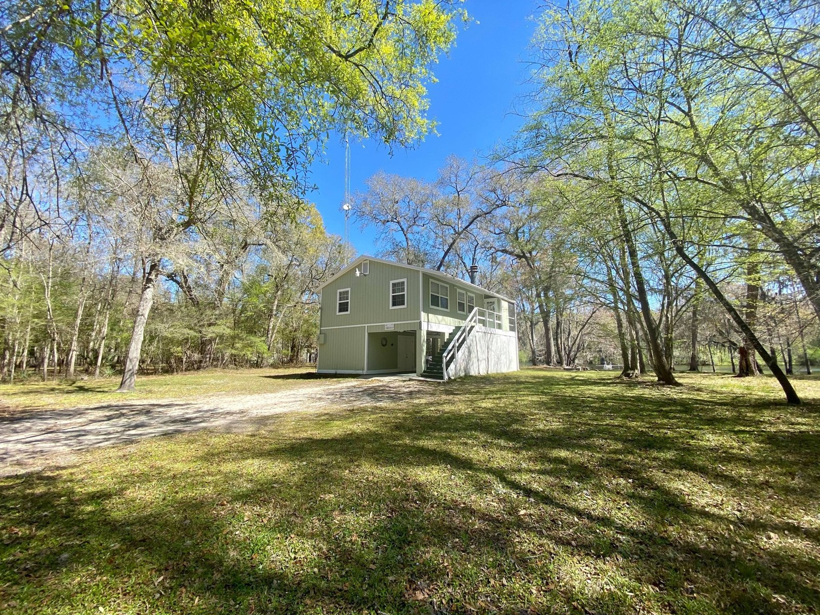 CHARMING HOME ON THE SANTA FE RIVER!