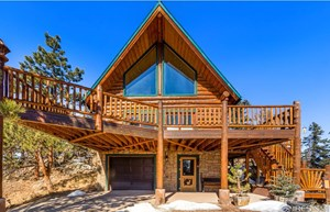 BEAUTIFUL VIEWS FROM THIS MOUNTAIN LOG HOME