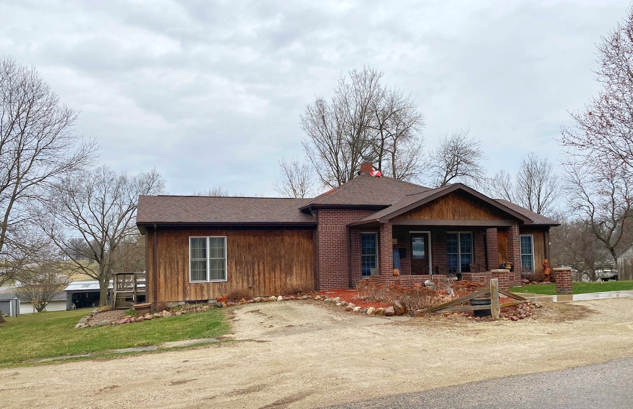 Rustic Home For Sale in Mount Ayr Iowa