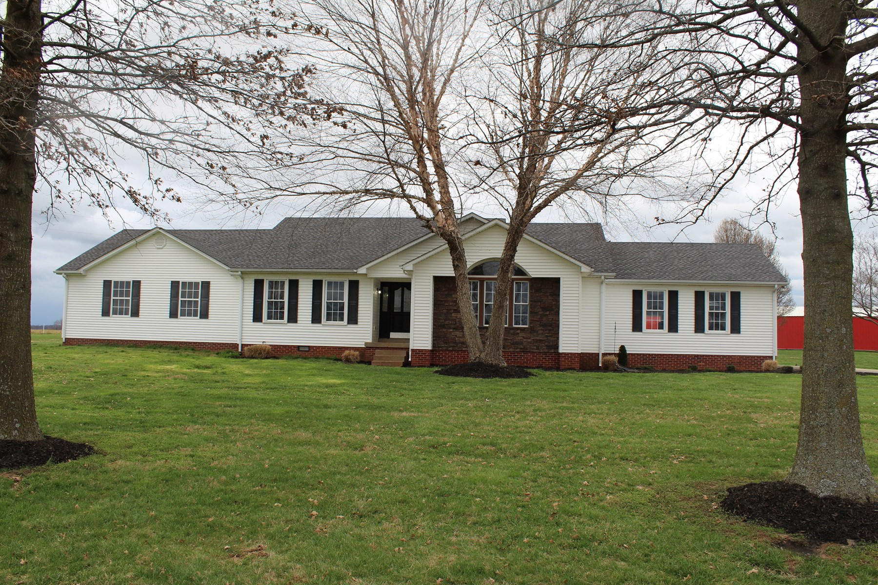 Country home with large lot for sale near Oakland Ky.