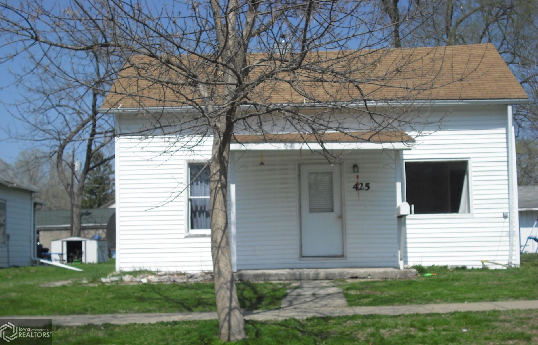 Great Starter Home or Rental Property in Warsaw, IL