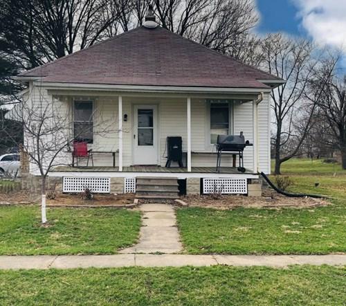 Home in Elvaston, IL