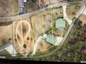 LAKE AREA HOME WITH LARGE GARAGE FOR SALE NEAR BURNSIDE KY.
