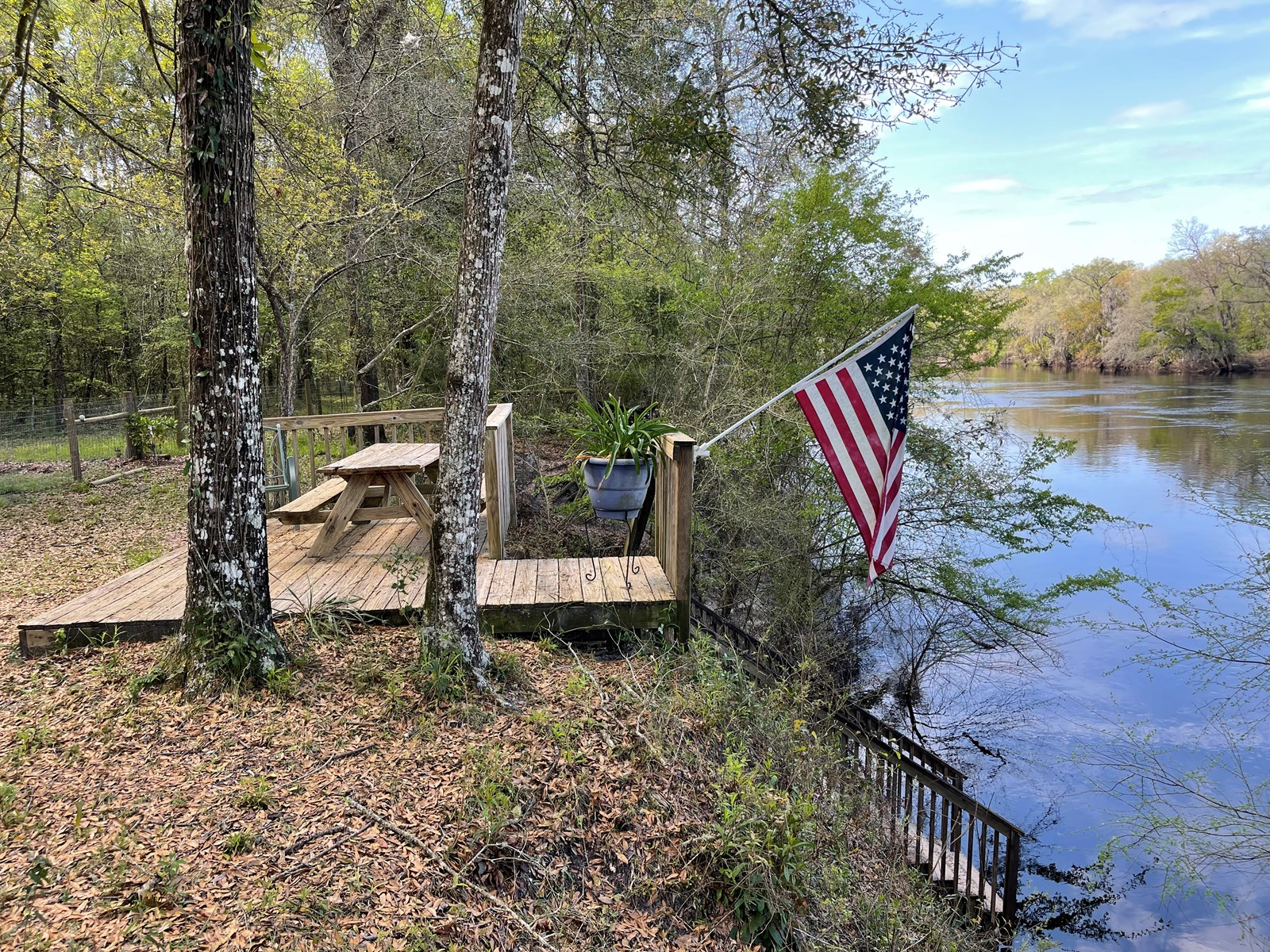 RIVER FRONT LOT FOR SALE ON SUWANNEE RIVER