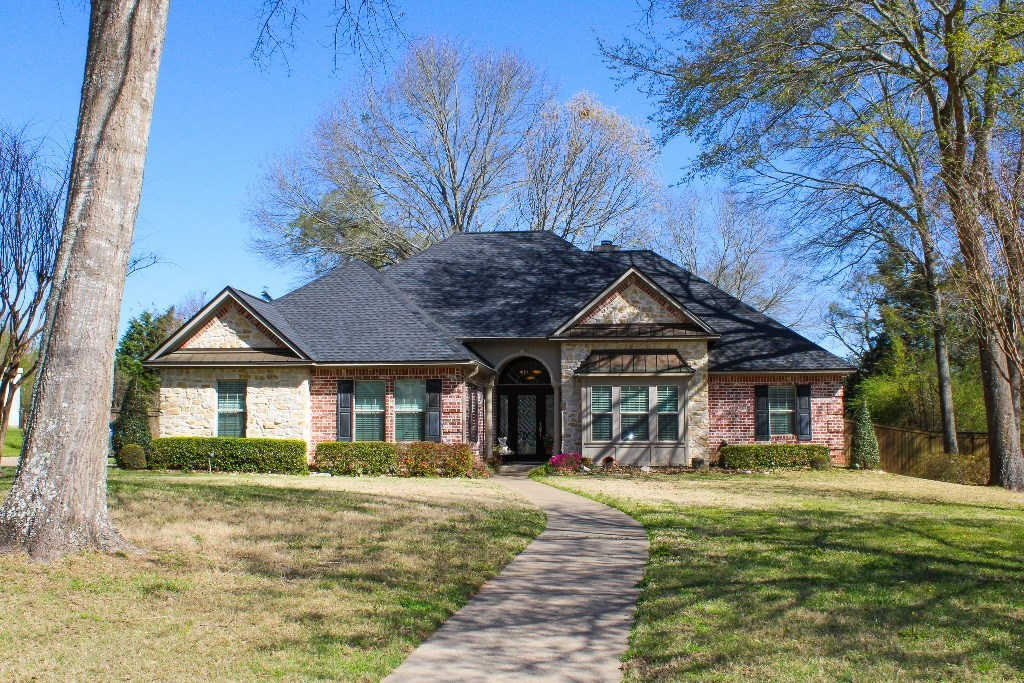 BEAUTIFUL HOME FOR SALE WITH POOL IN PALESTINE TX | EAST TX