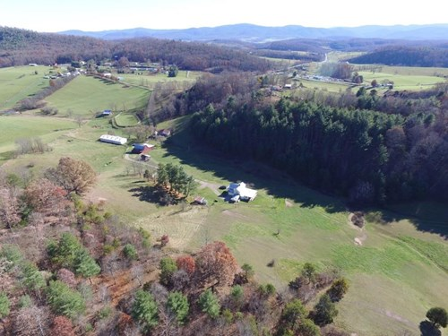 Remodeled Historic Home on 49 acre horse farm