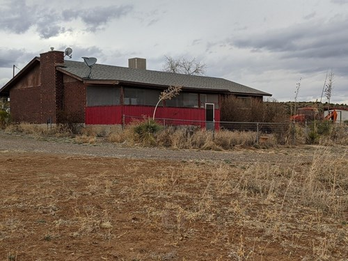 Southwest NM home with corrals, roping arena, barn, more