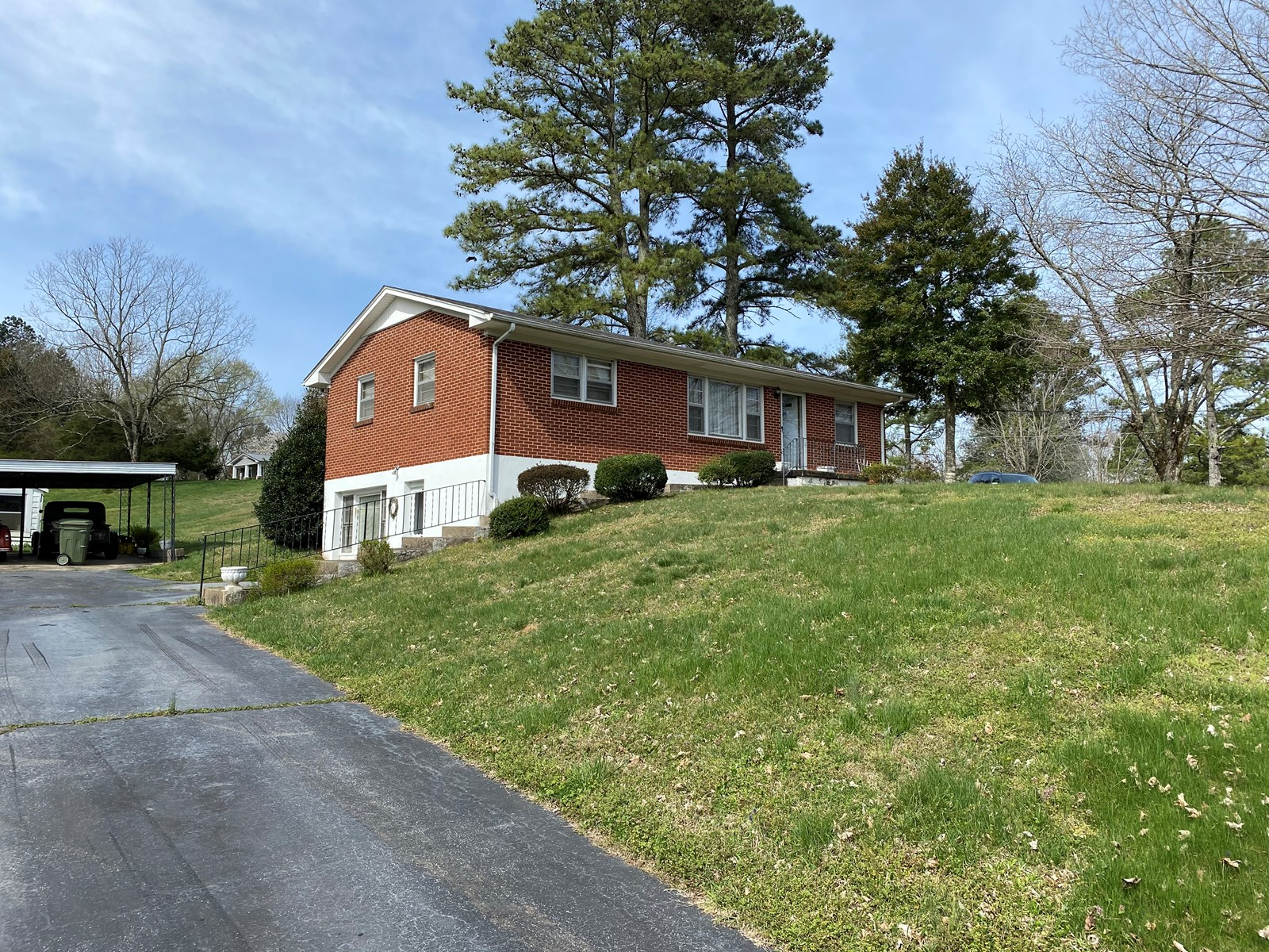 BRICK HOUSE FOR SALE IN LAWRENCEBURG TENNESSEE
