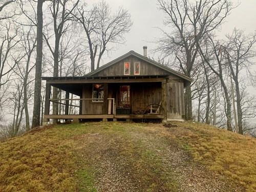 Cabin with Mountain Views in Monticello KY