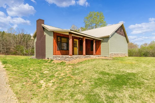 Freshly Updated Country Cabin For Sale in Rural Tennessee