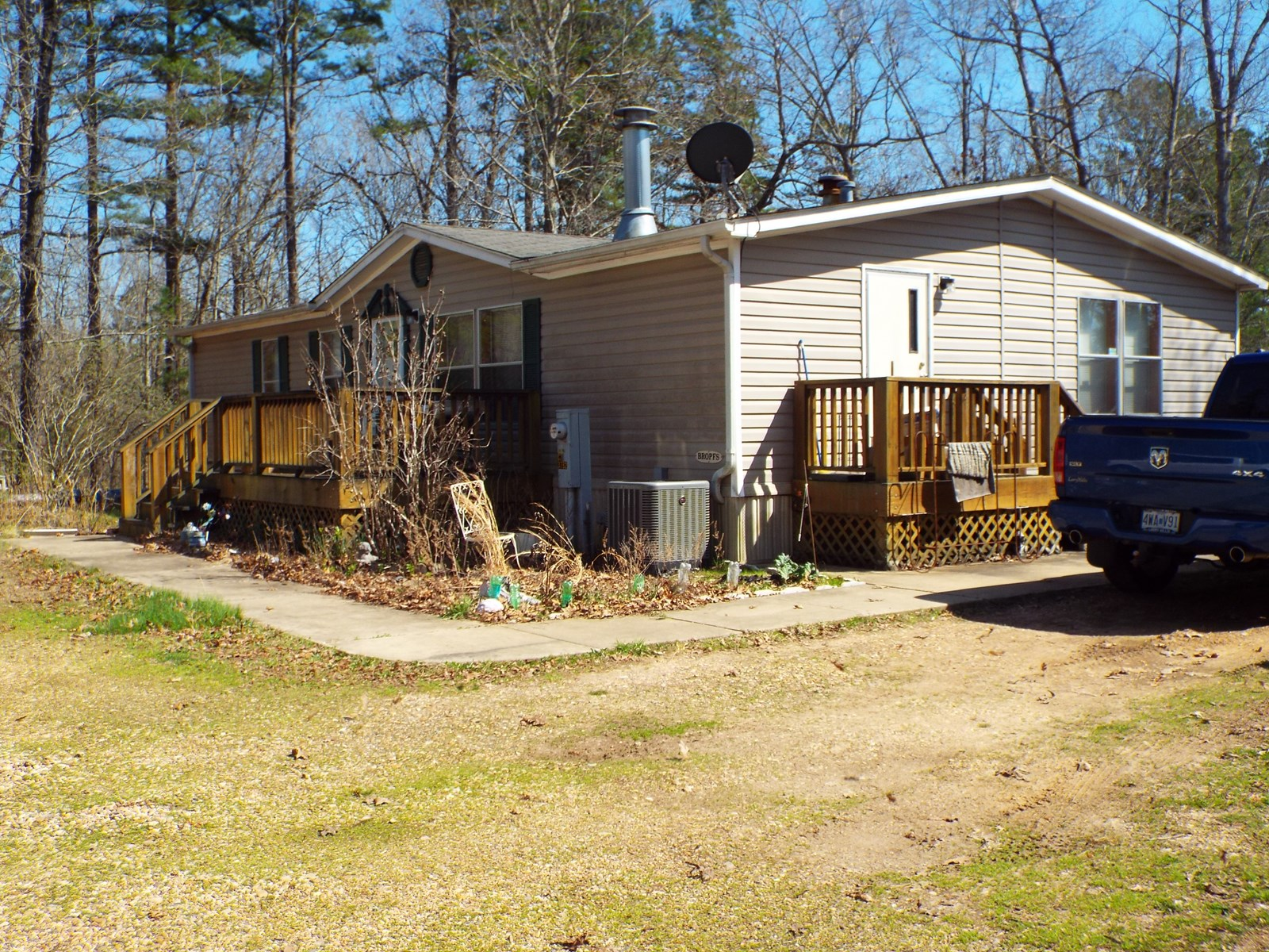 Nice Double-Wide mobile home on 10 ac close to Black River
