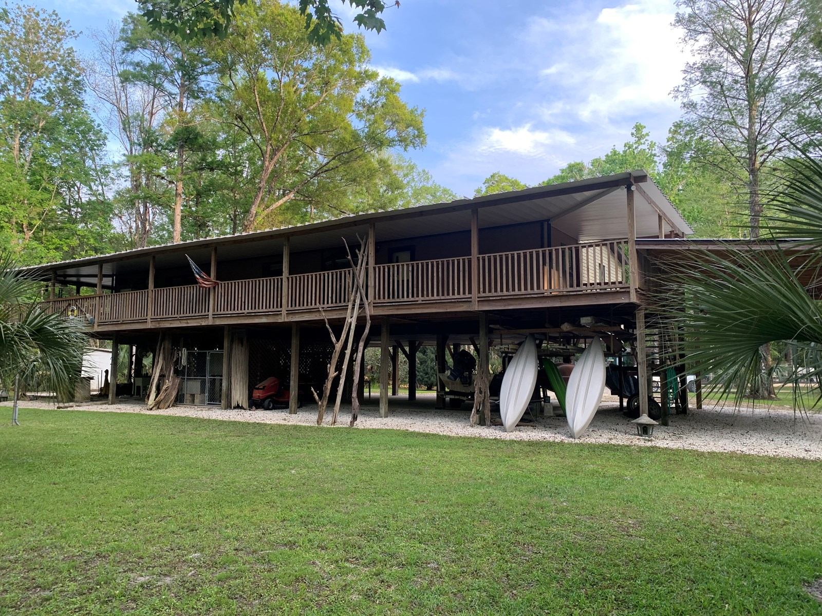FOWLERS BLUFF CANAL FRONT HOME, CHIEFLAND, FL