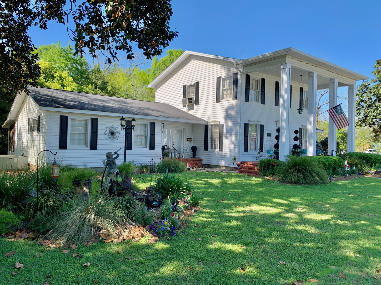 Southern Home Hartford Alabama - Historic Home in Smalltown