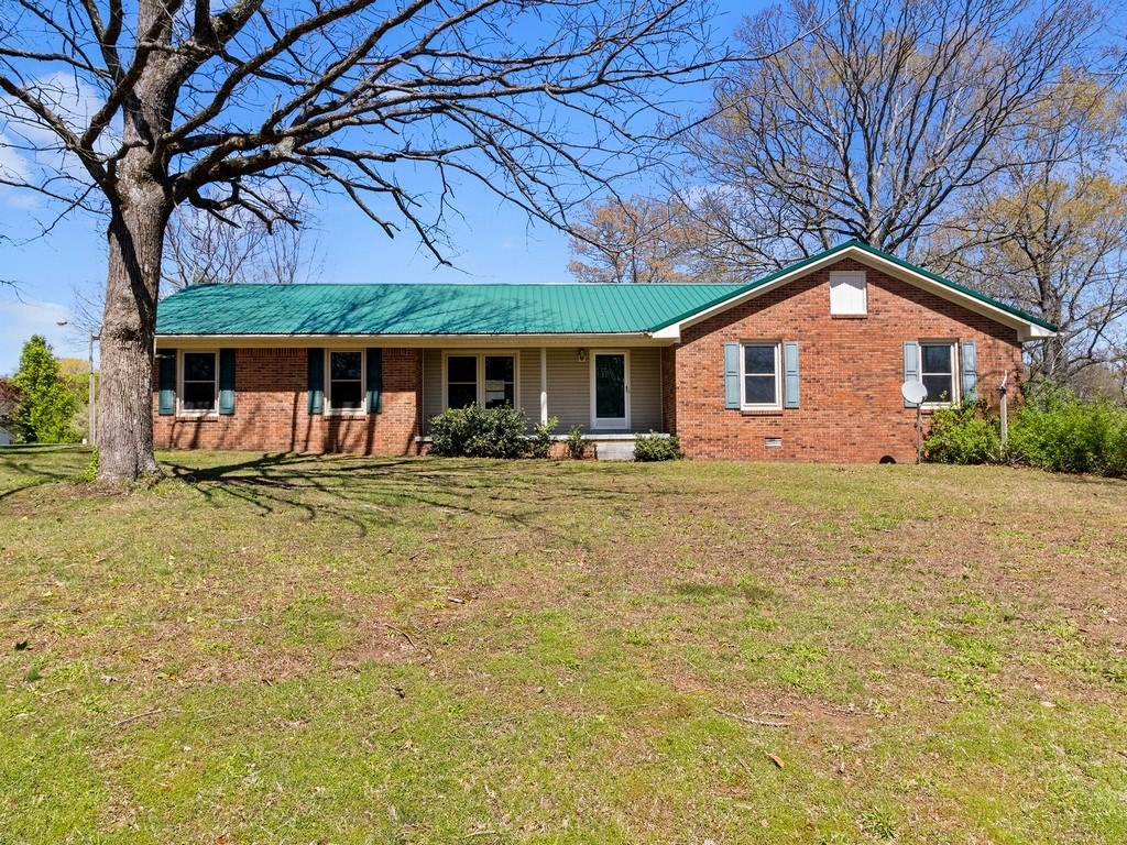 Single Family Home for Sale in Lawrenceburg, Tennessee