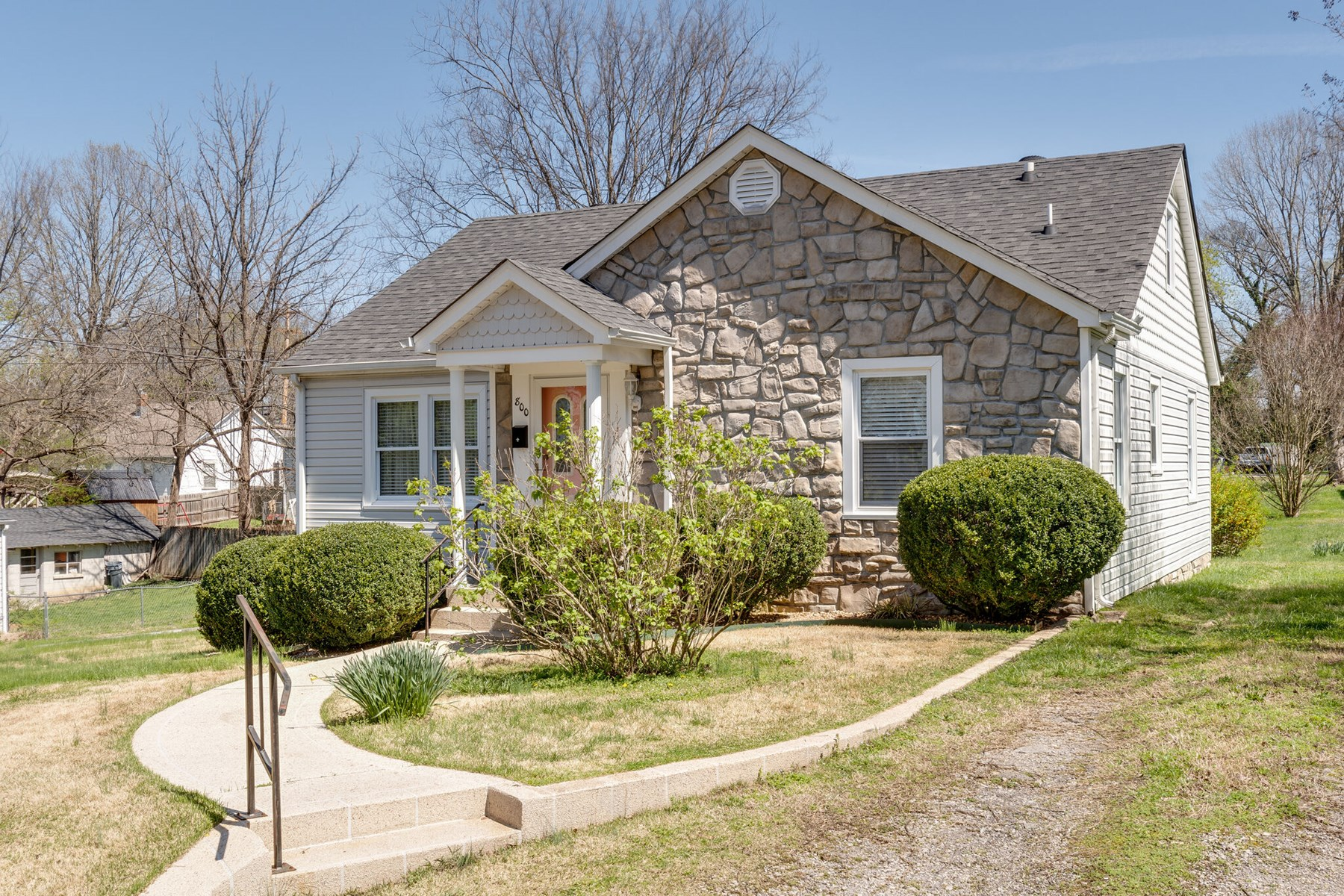 Cottage Home in Town for Sale in Columbia, Tennessee