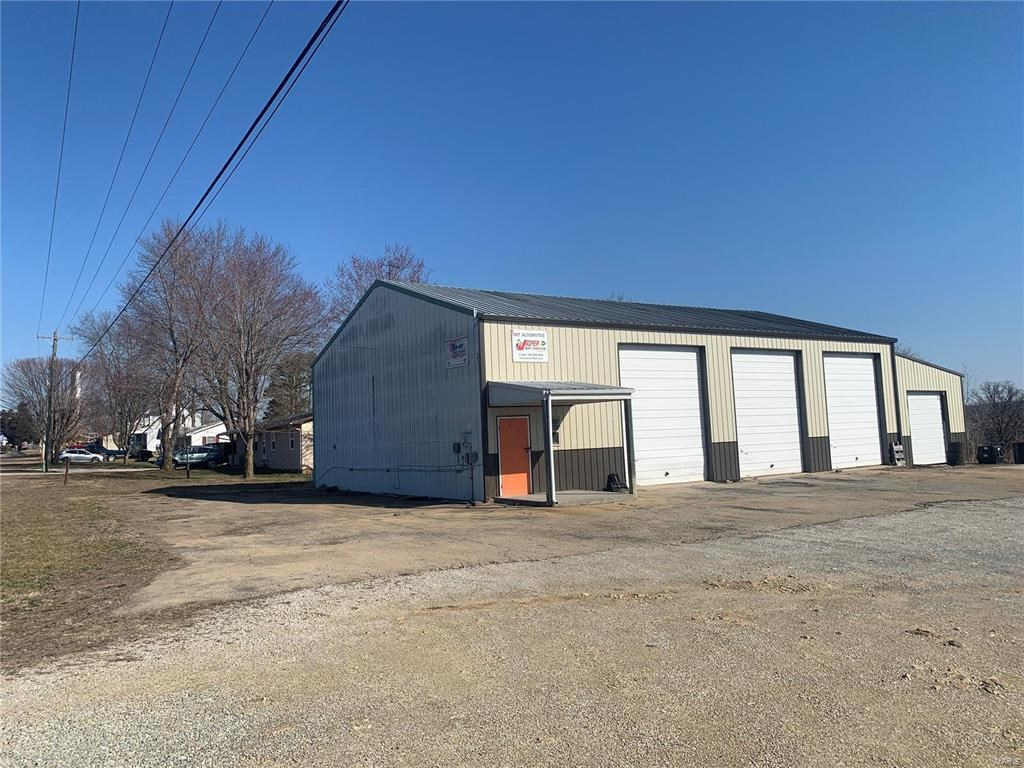 4 BAY COMMERCIAL GARAGE WITH HWY. OO FRONTAGE: