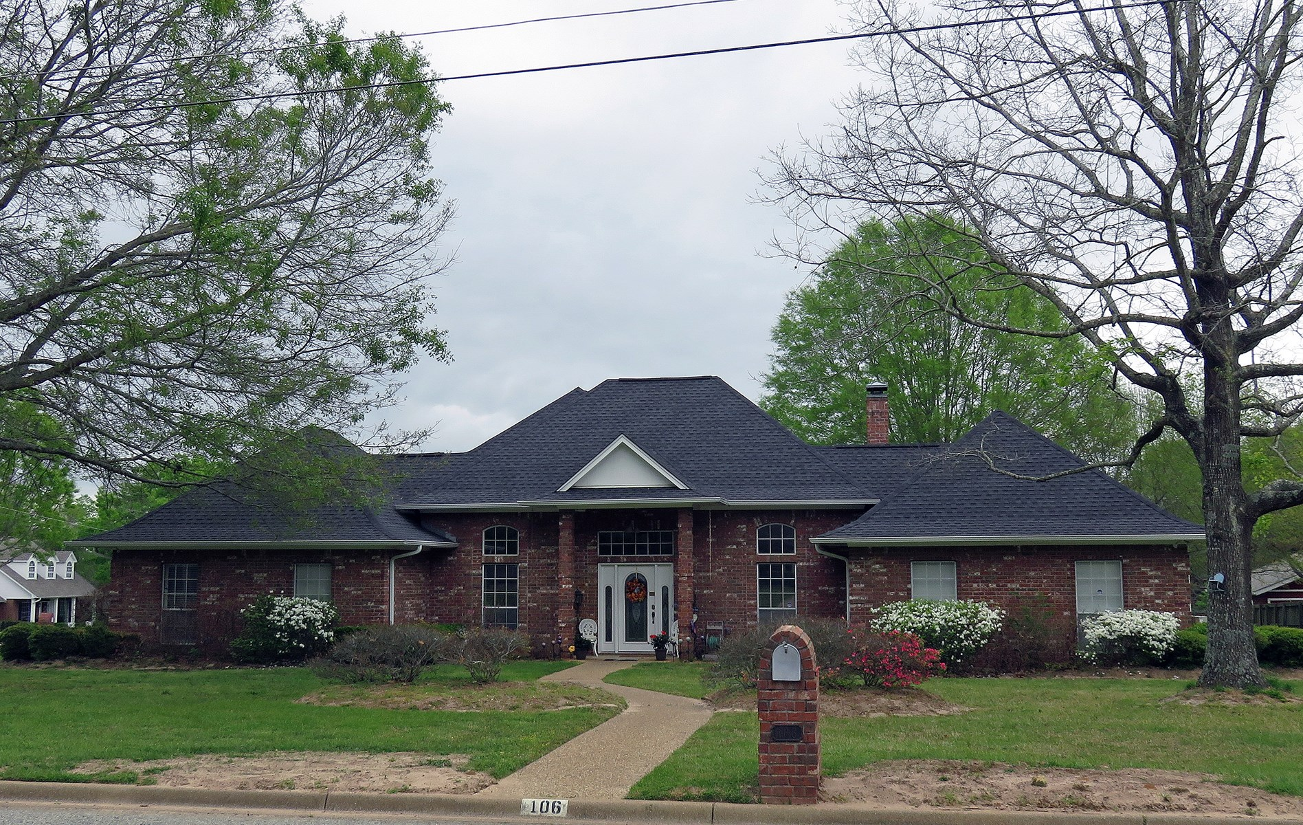3/3 HOME FOR SALE IN WOODGATE ADDITION PALESTINE TEXAS