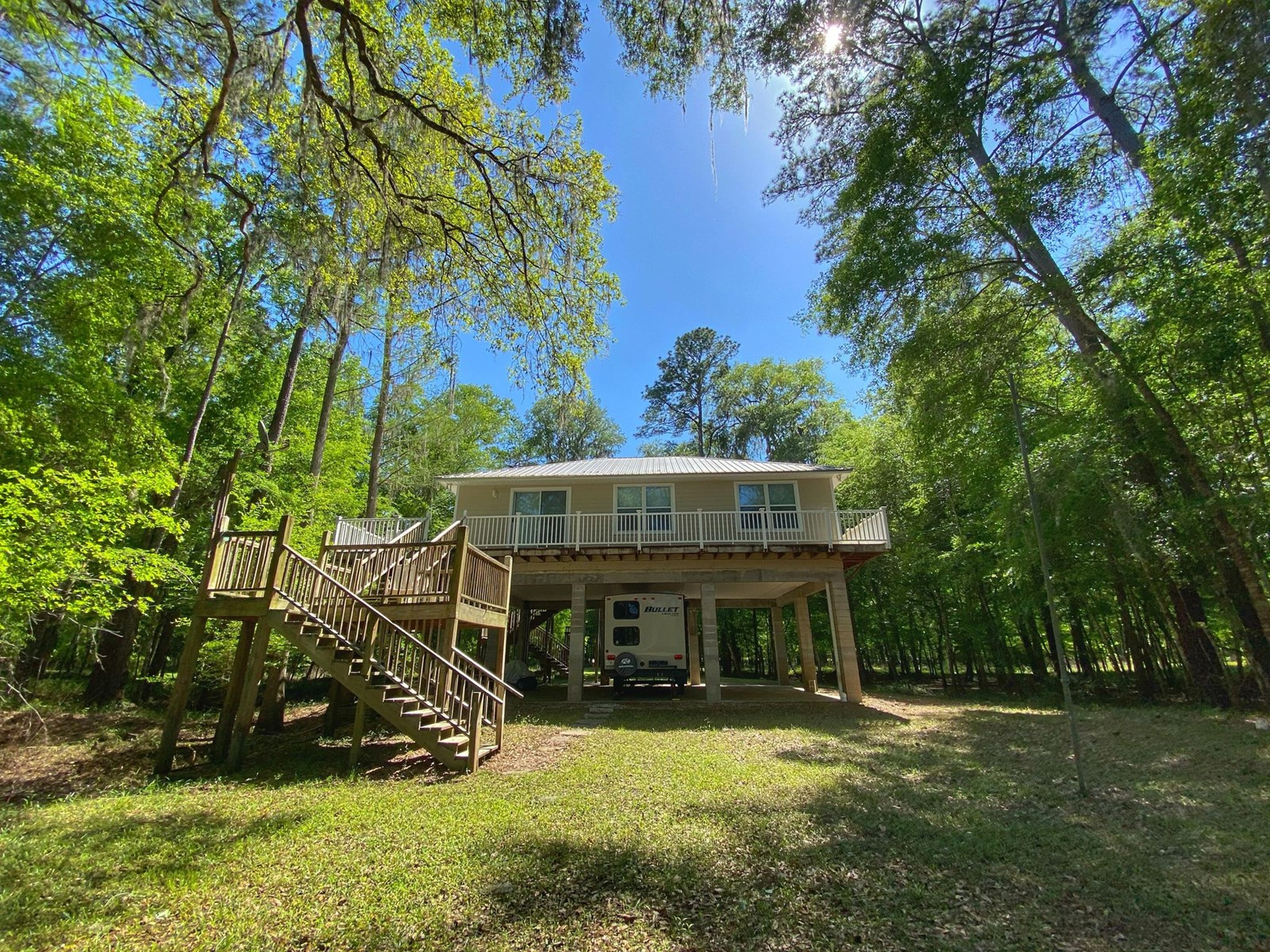 BEAUTIFUL RIVERFRONT HOME ON THE SUWANNEE RIVER!