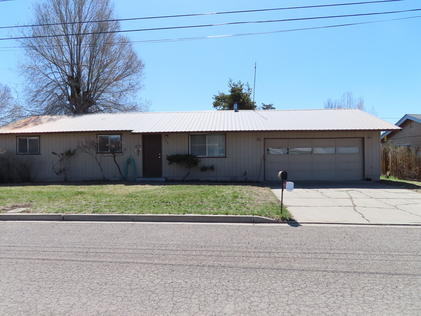 3 bed/2 bath 1144 sq.ft home for sale in Alturas, Ca.