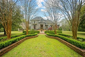 SECLUDED HOME WITH ACREAGE NEAR BATON ROUGE WEST FELICIANA