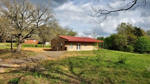 COMMERCIAL OR RESIDENTIAL PROPERTY FOR SALE IN FRANKSTON TX