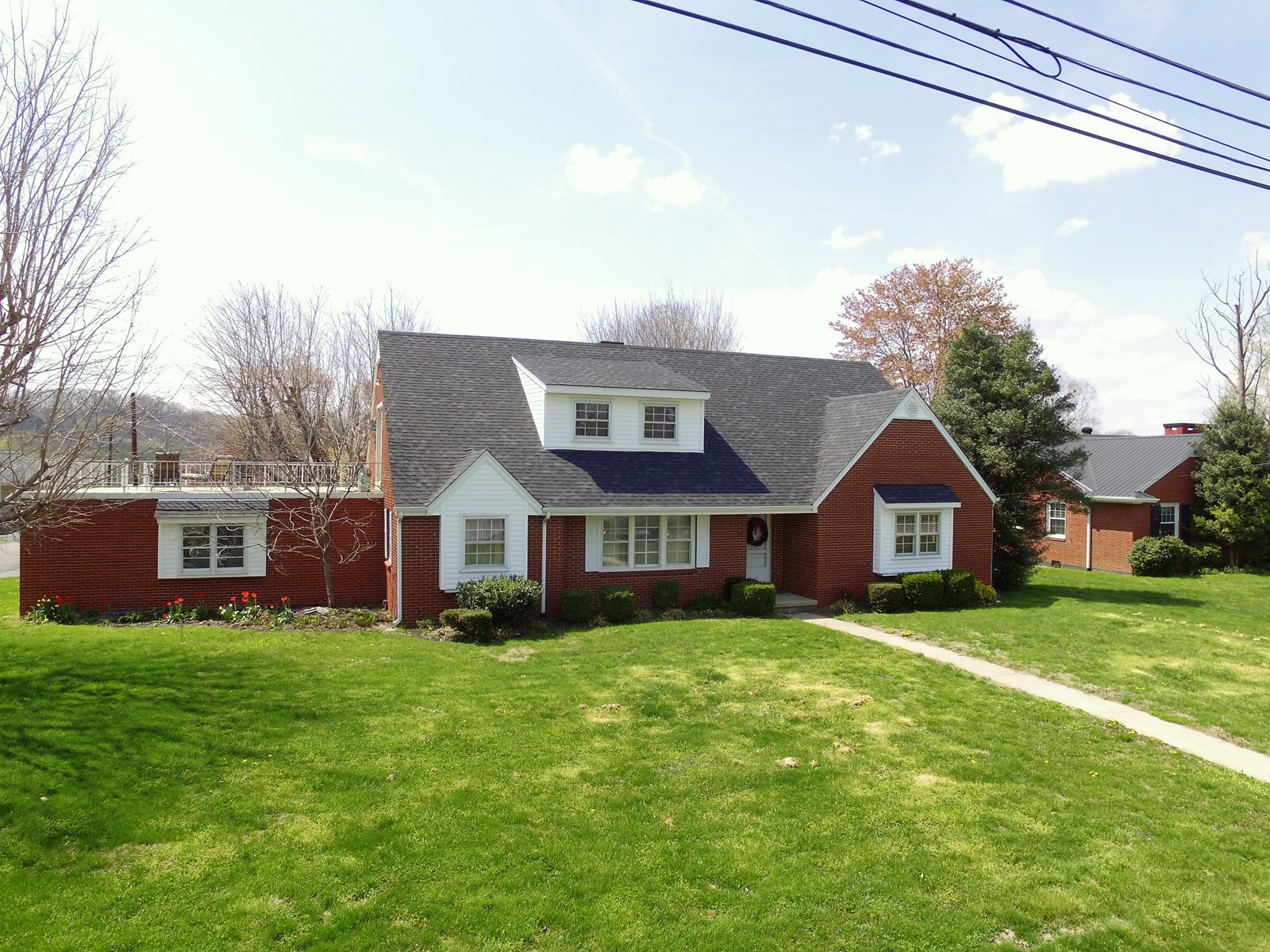BRICK HOME IN TOWN-GREAT LOCATION-2,700 SQ.FT.-LIBERTY, KY.